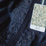Detail: Bluse mit Swarovski-Kristalle