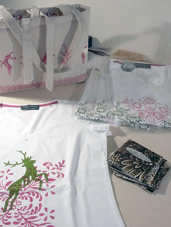 T-Shirts und Tasche der Sepp Wach Handdruckerei, Bad Aussee